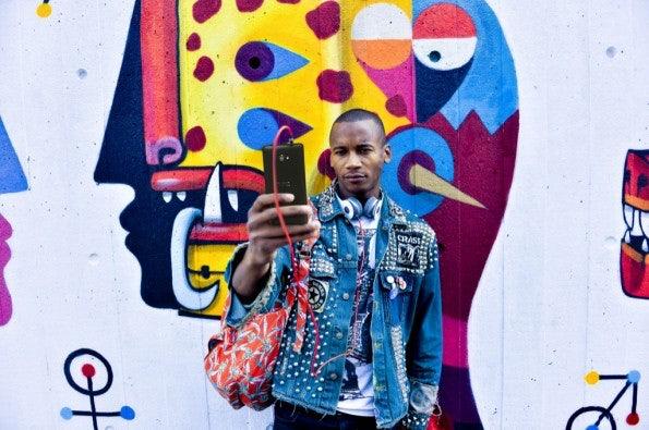 http://t3n.de/news/wp-content/uploads/2012/09/HTC-WP-8-Lifestyle-12-595x395.jpeg