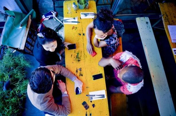 http://t3n.de/news/wp-content/uploads/2012/09/HTC-WP-8-Lifestyle-13-595x395.jpeg