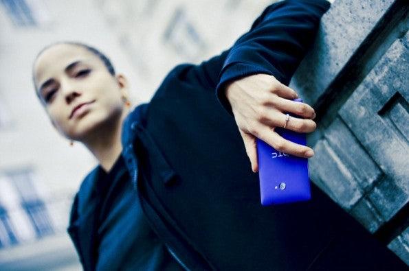 http://t3n.de/news/wp-content/uploads/2012/09/HTC-WP-8-Lifestyle-18-595x395.jpeg