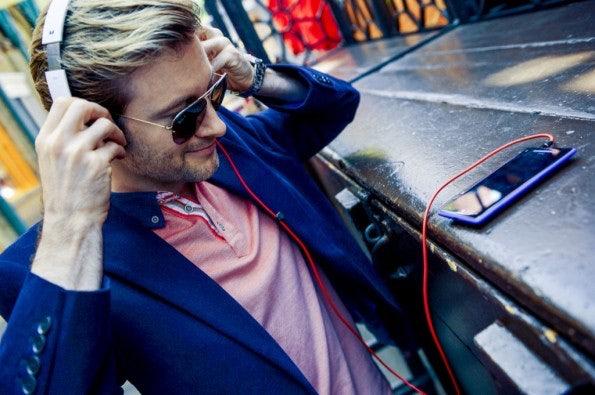 http://t3n.de/news/wp-content/uploads/2012/09/HTC-WP-8-Lifestyle-20-595x395.jpeg