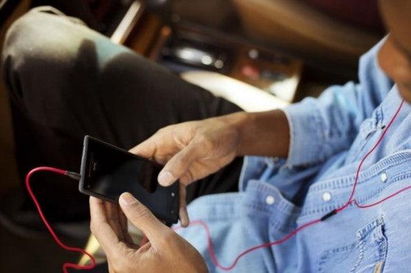 http://t3n.de/news/wp-content/uploads/2012/09/HTC-WP-8-Lifestyle-3-595x396.jpeg