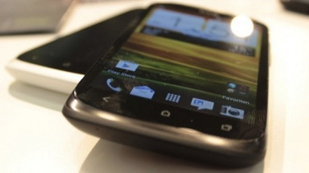 HTC Desire X – Mittelklasse-Androide aus der Nähe betrachtet [Bildergalerie|IFA 2012]