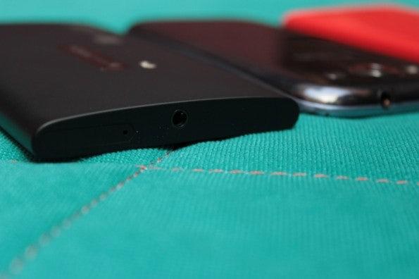 http://t3n.de/news/wp-content/uploads/2012/09/Nokia-Lumia-920-vs-Samsung-Galaxy-S3_3785-595x396.jpg