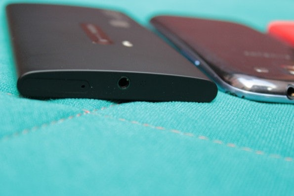 http://t3n.de/news/wp-content/uploads/2012/09/Nokia-Lumia-920-vs-Samsung-Galaxy-S3_3786-595x396.jpg