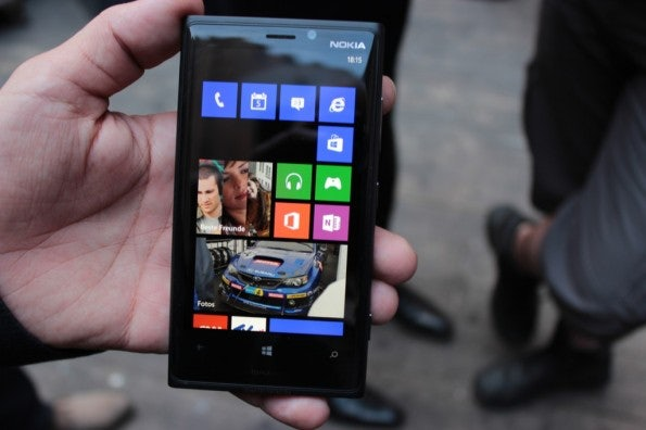 http://t3n.de/news/wp-content/uploads/2012/09/Nokia-Lumia-920_38121-595x396.jpg
