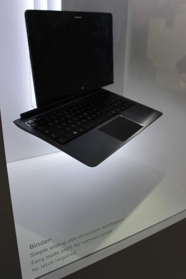 http://t3n.de/news/wp-content/uploads/2012/09/Samsung-binder-Prototyp-2-e1346757256907-595x893.jpg
