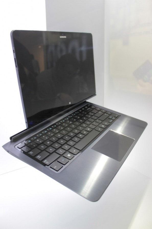 http://t3n.de/news/wp-content/uploads/2012/09/Samsung-binder-Prototyp-4-e1346757247523-595x893.jpg