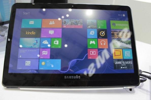 http://t3n.de/news/wp-content/uploads/2012/09/Samsung-dual-Display-notebook-Prototyp_3506-595x396.jpg