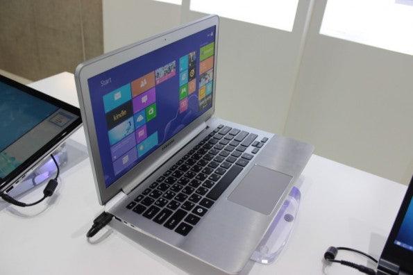 http://t3n.de/news/wp-content/uploads/2012/09/Samsung-dual-Display-notebook-Prototyp_3511-595x396.jpg
