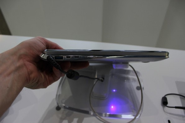http://t3n.de/news/wp-content/uploads/2012/09/Samsung-dual-Display-notebook-Prototyp_3516-595x396.jpg