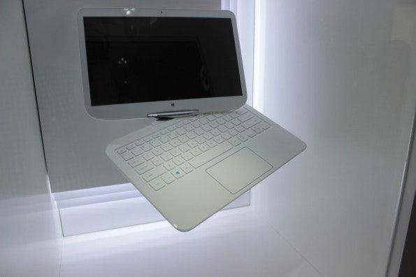 http://t3n.de/news/wp-content/uploads/2012/09/Samsung-swivel-Prototyp_3487-595x396.jpg
