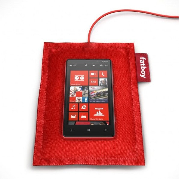 http://t3n.de/news/wp-content/uploads/2012/09/fatboy-rechargeable-pillow-dt-901-with-nokia-lumia-820-595x595.jpeg