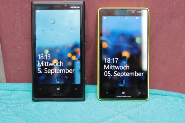 Nokia Lumia 920 vs Lumia 820