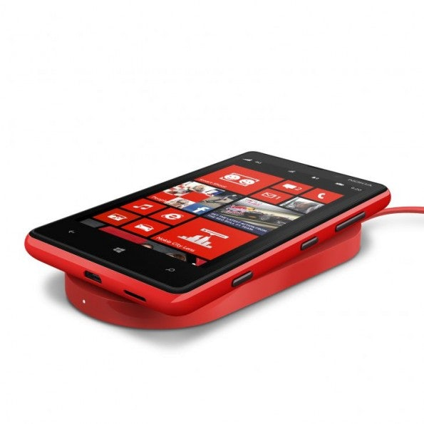 http://t3n.de/news/wp-content/uploads/2012/09/nokia-wireless-charging-plate-dt-900-with-nokia-lumia-820-595x595.jpeg