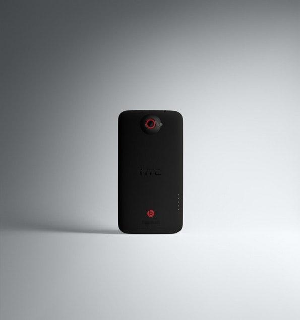 http://t3n.de/news/wp-content/uploads/2012/10/HTC-One-X+-BACK2-595x635.jpg