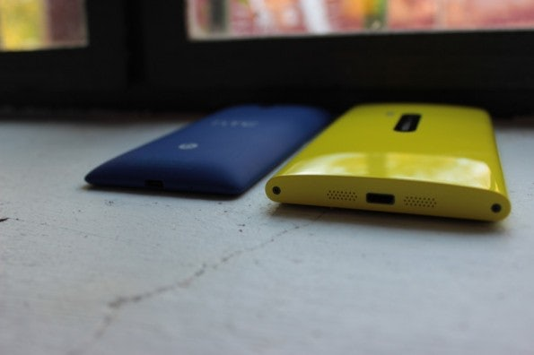 http://t3n.de/news/wp-content/uploads/2012/10/Nokia-Lumia-vs-HTC-8x_4347-595x396.jpg