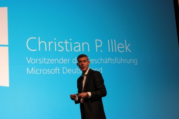 http://t3n.de/news/wp-content/uploads/2012/10/Windows-8-Marktstart_4218-595x396.jpg