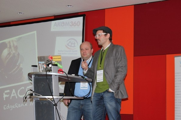 Thomas Hutter und Curt Simon Harlinghausen erklären den EdgeRank.