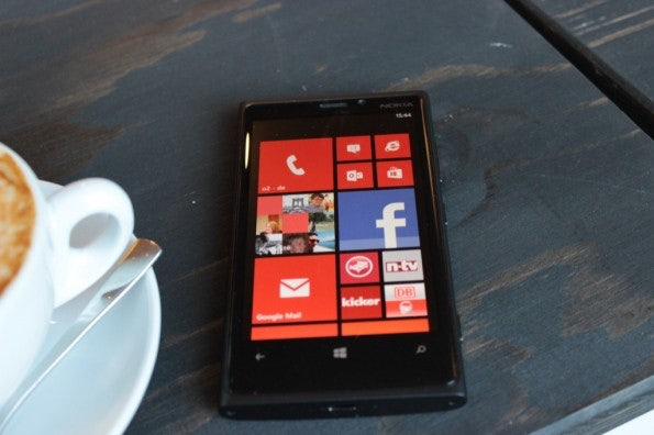 http://t3n.de/news/wp-content/uploads/2012/11/Nokia-Lumia-920_4523-595x396.jpg