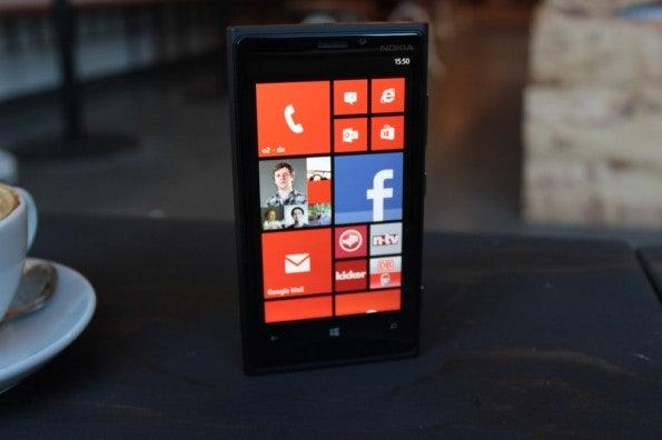 http://t3n.de/news/wp-content/uploads/2012/11/Nokia-Lumia-920_4530-595x396.jpg