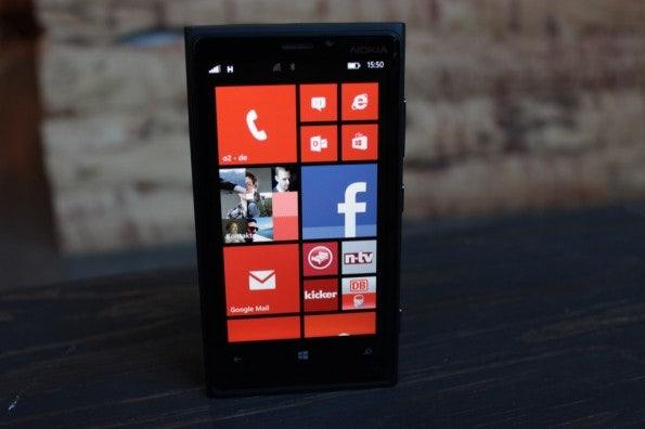 http://t3n.de/news/wp-content/uploads/2012/11/Nokia-Lumia-920_4531-595x396.jpg