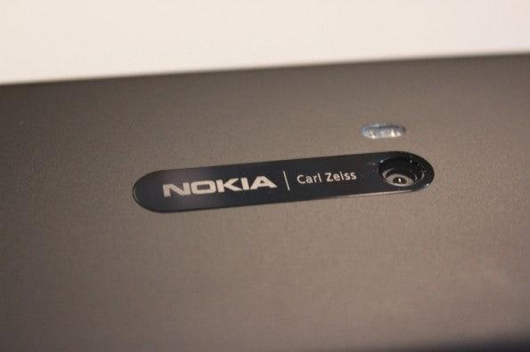 http://t3n.de/news/wp-content/uploads/2012/11/nokia-lumia-920-kamera-back-595x396.jpg