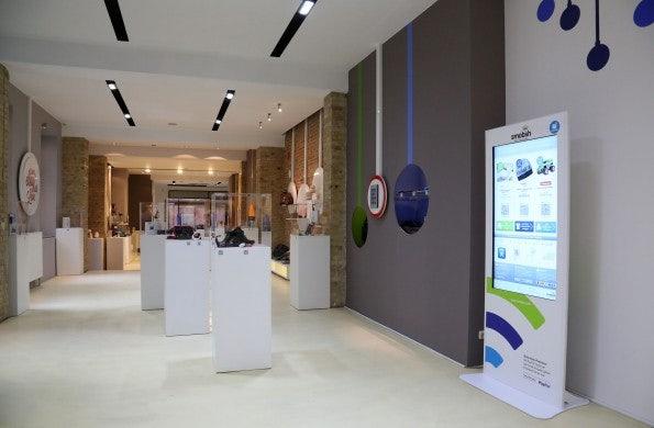 http://t3n.de/news/wp-content/uploads/2012/12/qr-code-shopping-4-595x390.jpg