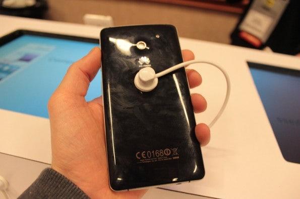 http://t3n.de/news/wp-content/uploads/2013/01/Huawei_ascend_d2-5080-595x396.jpg