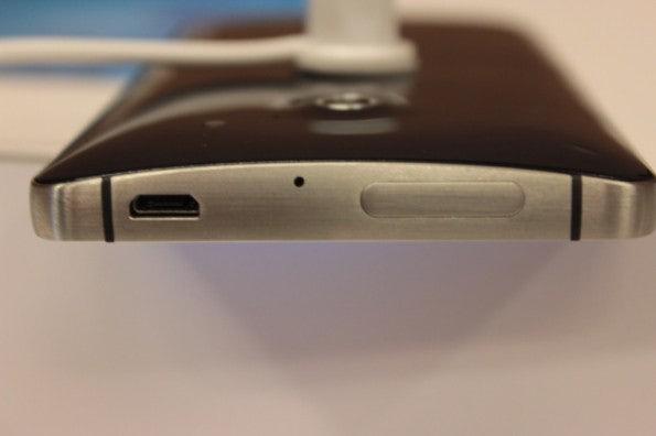 http://t3n.de/news/wp-content/uploads/2013/01/Huawei_ascend_d2-5084-595x396.jpg