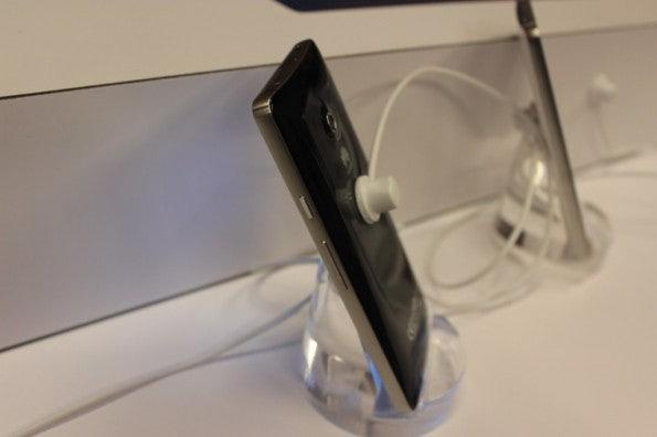 http://t3n.de/news/wp-content/uploads/2013/01/Huawei_ascend_d2-5088-595x396.jpg
