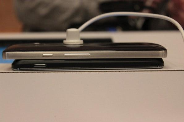 http://t3n.de/news/wp-content/uploads/2013/01/Huawei_ascend_d2-5096-595x396.jpg