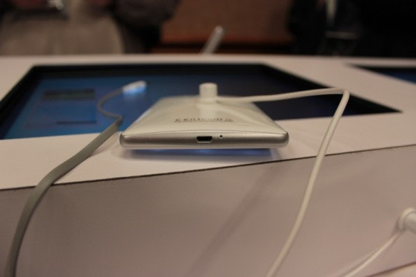 http://t3n.de/news/wp-content/uploads/2013/01/Huawei_ascend_mate5035-595x396.jpg