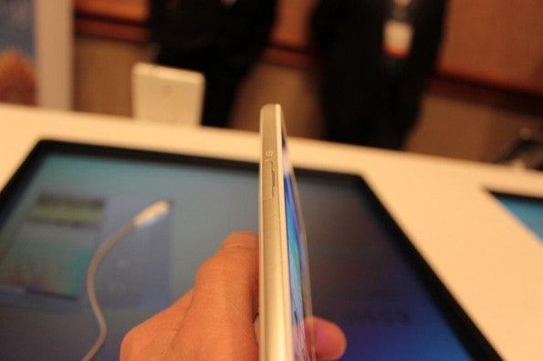 http://t3n.de/news/wp-content/uploads/2013/01/Huawei_ascend_mate5042-595x396.jpg