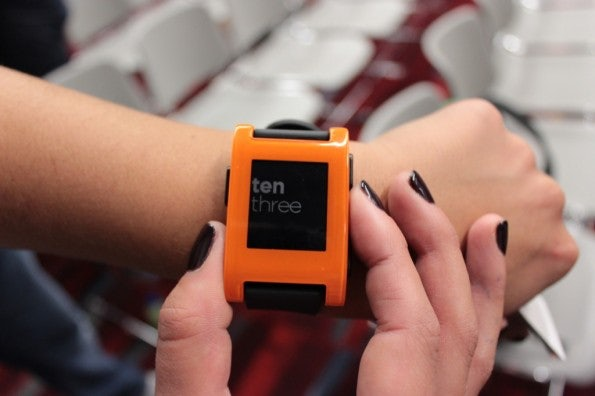 http://t3n.de/news/wp-content/uploads/2013/01/pebble-e-ink-watch-5334-595x396.jpg