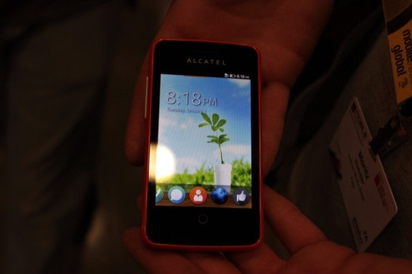 http://t3n.de/news/wp-content/uploads/2013/02/Alcatel-One-Touch-Fire-IMG_6059-595x396.jpg