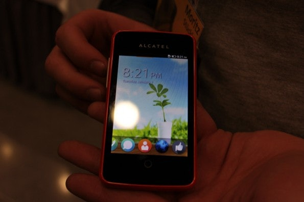 http://t3n.de/news/wp-content/uploads/2013/02/Alcatel-One-Touch-Fire-IMG_6073-595x396.jpg