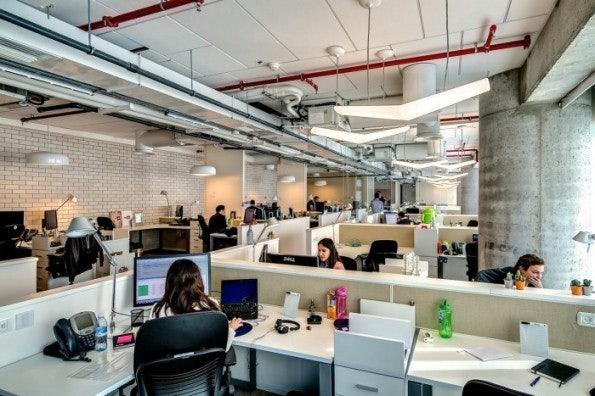 """Google-Büro in Tel Aviv. Gute Teamarbeit ist essentiell für Innovationsfähigkeit. (Bild: <a href=""""http://www.camenzindevolution.com/Works/Google/Google-Office-Tel-Aviv"""">Camenzind</a> via <a href=""""http://officesnapshots.com/2013/01/31/google-tel-aviv-office-design/"""">Office Snapshots</a>)"""