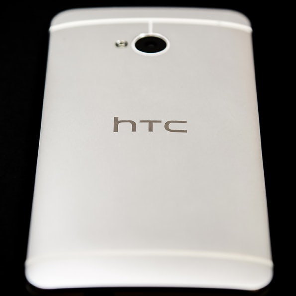 http://t3n.de/news/wp-content/uploads/2013/02/HTC-One-11announce_tall-595x595.png