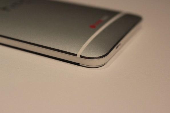 http://t3n.de/news/wp-content/uploads/2013/02/HTC-One-IMG_5777-595x396.jpg