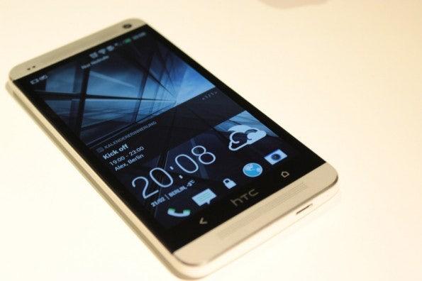 http://t3n.de/news/wp-content/uploads/2013/02/HTC-One-IMG_5791-595x396.jpg