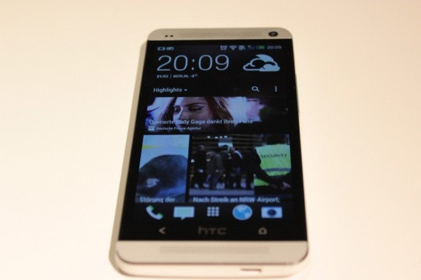 http://t3n.de/news/wp-content/uploads/2013/02/HTC-One-IMG_5797-595x396.jpg