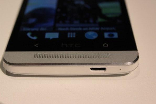 http://t3n.de/news/wp-content/uploads/2013/02/HTC-One-IMG_5798-595x396.jpg