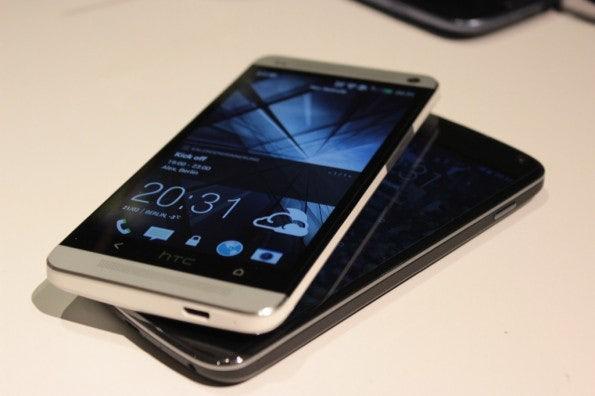 http://t3n.de/news/wp-content/uploads/2013/02/HTC-one-vs-nexus-4-5860-595x396.jpg