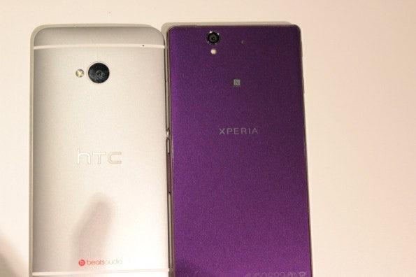 http://t3n.de/news/wp-content/uploads/2013/02/HTC-one-vs-sony-xperia-z-5824-595x396.jpg