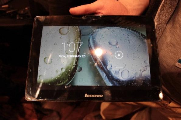 http://t3n.de/news/wp-content/uploads/2013/02/Lenovo-s6000-10-zoll-tablet-IMG_6046-595x396.jpg