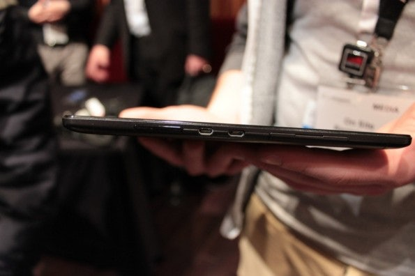 http://t3n.de/news/wp-content/uploads/2013/02/Lenovo-s6000-10-zoll-tablet-IMG_6050-595x396.jpg