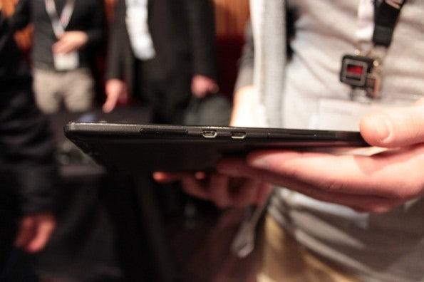 http://t3n.de/news/wp-content/uploads/2013/02/Lenovo-s6000-10-zoll-tablet-IMG_6053-595x396.jpg