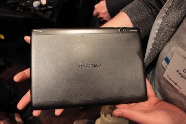 http://t3n.de/news/wp-content/uploads/2013/02/Lenovo-s6000-10-zoll-tablet-IMG_6056-595x396.jpg