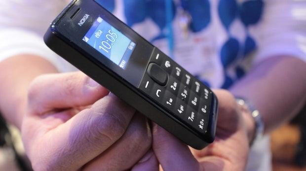 Viel mehr als Telefonieren und SMS schreiben kann man mit dem Nokia 105 nicht, dafür kostet es aber auch nur 15 Euro.