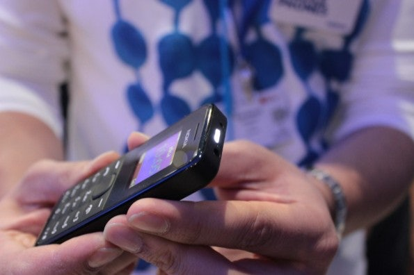 http://t3n.de/news/wp-content/uploads/2013/02/Nokia-105-IMG_6142-595x396.jpg